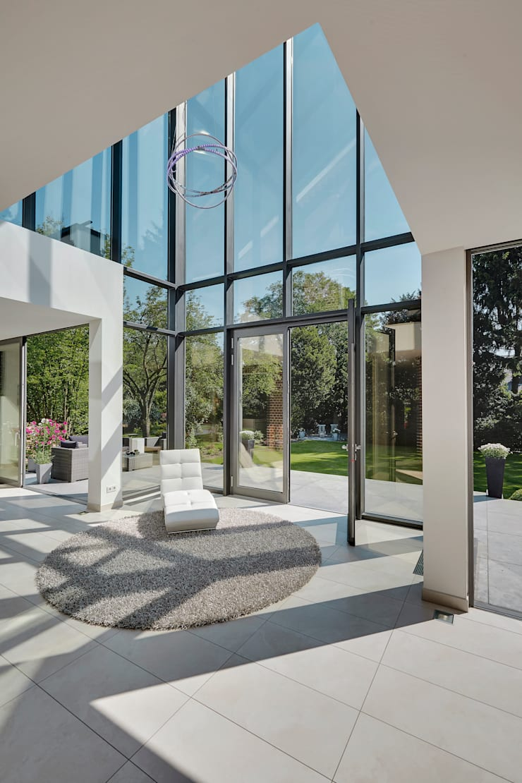 Anexos de estilo moderno de 28 Grad Architektur GmbH Moderno