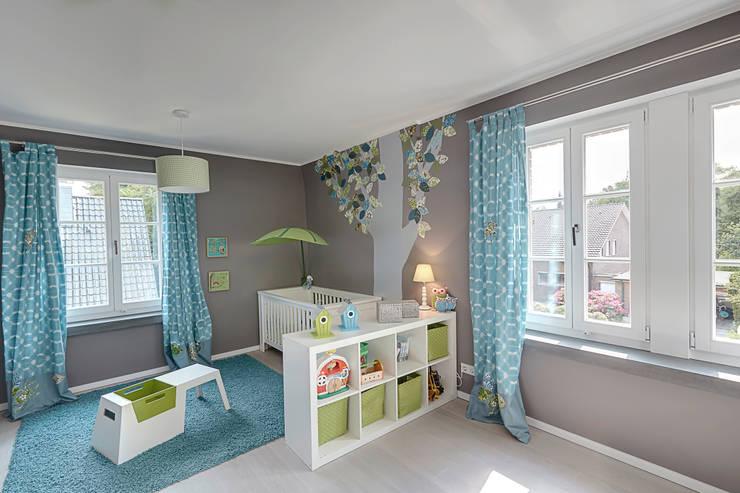 Chambre d'enfant de style de style Moderne par 28 Grad Architektur GmbH
