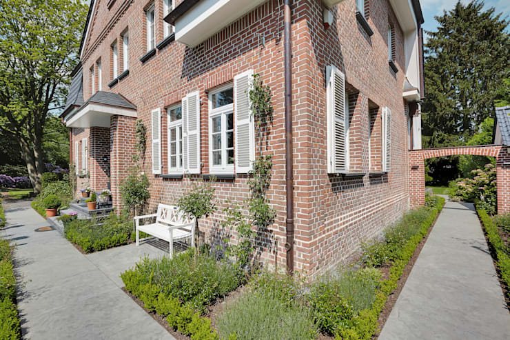 Casas de estilo clásico por 28 Grad Architektur GmbH
