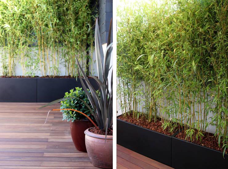 Terraza en El Encinar de la Moraleja: Balcones y terrazas de estilo  de La Habitación Verde
