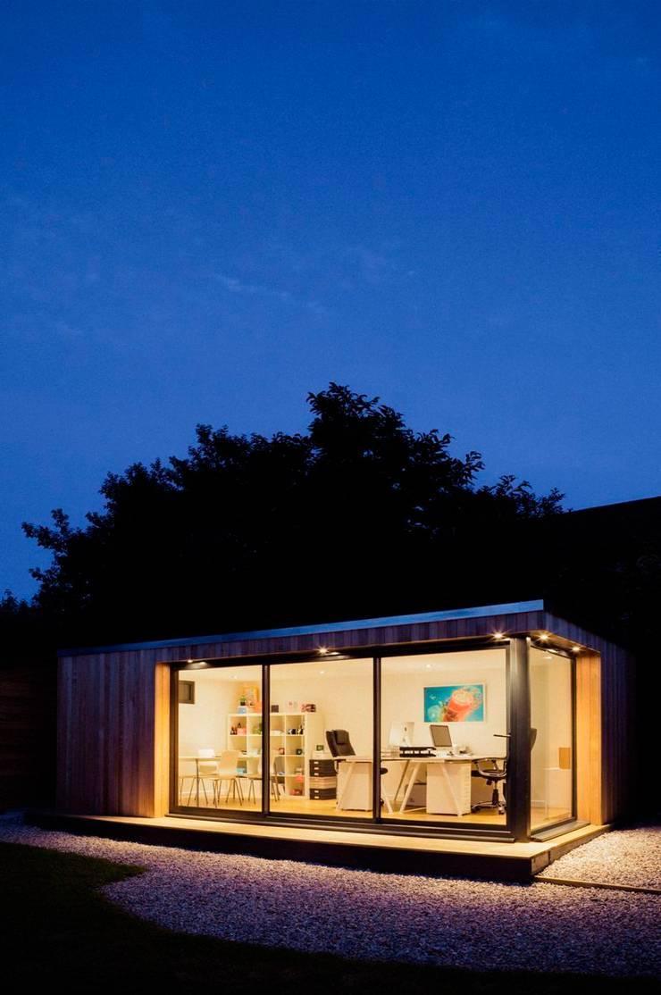 Garden room home office:  Garden by The Swift Organisation Ltd