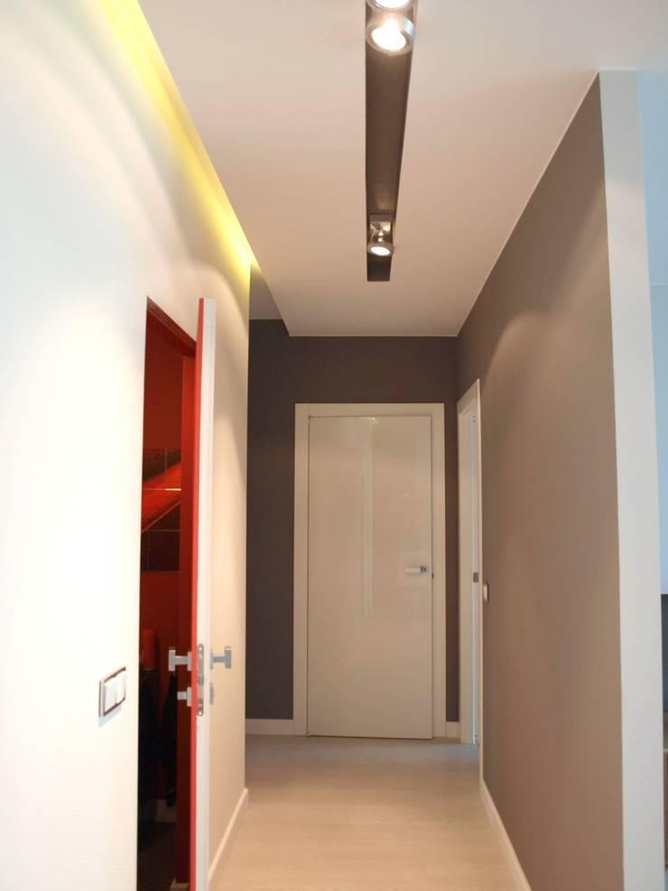 Apartament na Grzybowskiej_ Warszawa: styl , w kategorii Korytarz, przedpokój zaprojektowany przez I Home Studio Barbara Godawska