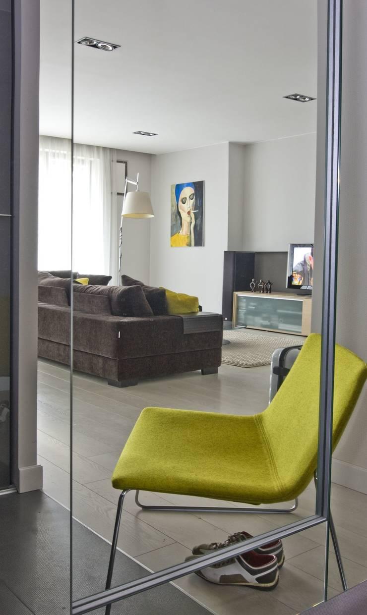 Apartament na Grzybowskiej_ Warszawa: styl , w kategorii Salon zaprojektowany przez I Home Studio Barbara Godawska