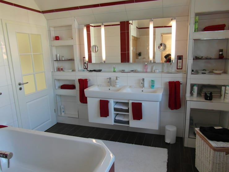 Bad: moderne Badezimmer von Architekturbüro Dipl.-Ing. Peter Walach