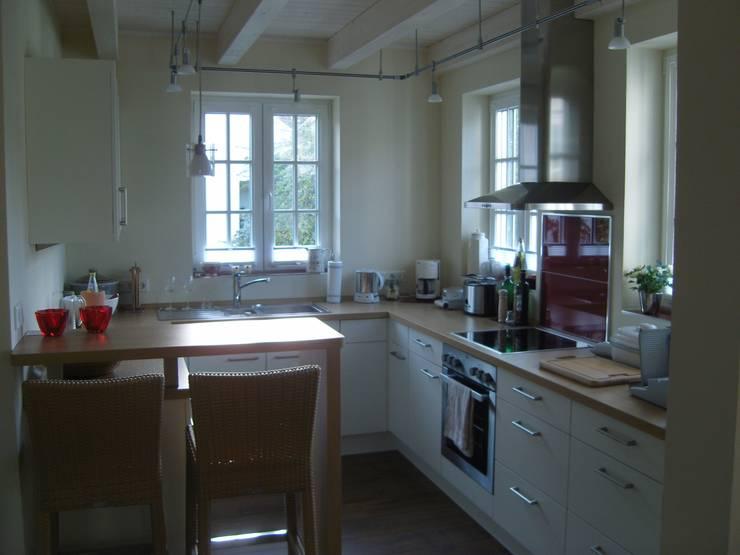 Küche: klassische Küche von Architekturbüro Dipl.-Ing. Peter Walach