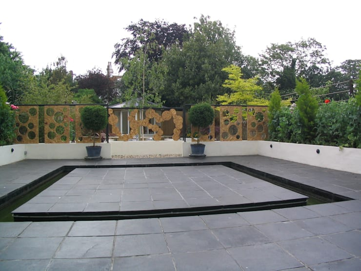 Rill and central island:  Garden by Martin Hall Design