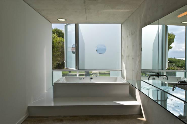 minimalistic Bathroom by MOA architecture