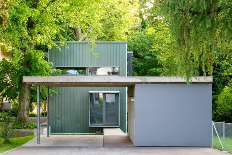 Casas de estilo moderno por Lignotrend Produktions GmbH