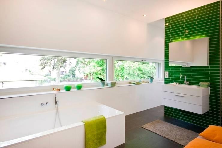 Baños de estilo moderno por Lignotrend Produktions GmbH