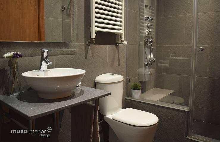 Interior Design Sant Pere de Ribes: Baños de estilo  de muxo Studio