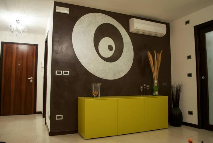 CAOS (materico, grafica e velature): Pareti & Pavimenti in stile in stile Moderno di ARTEMURO