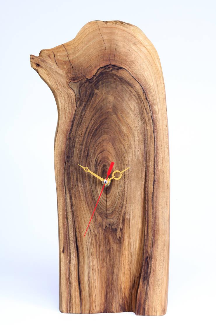 Zegar z orzecha europejskiego: styl , w kategorii Salon zaprojektowany przez Meble Autorskie Jurkowski