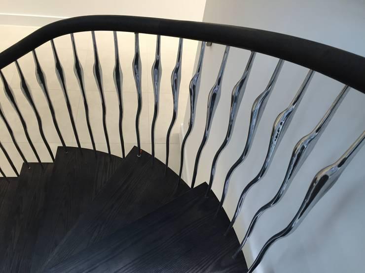 Poole:  Corridor & hallway by Zigzag Design Studio (Sculptural Structures)