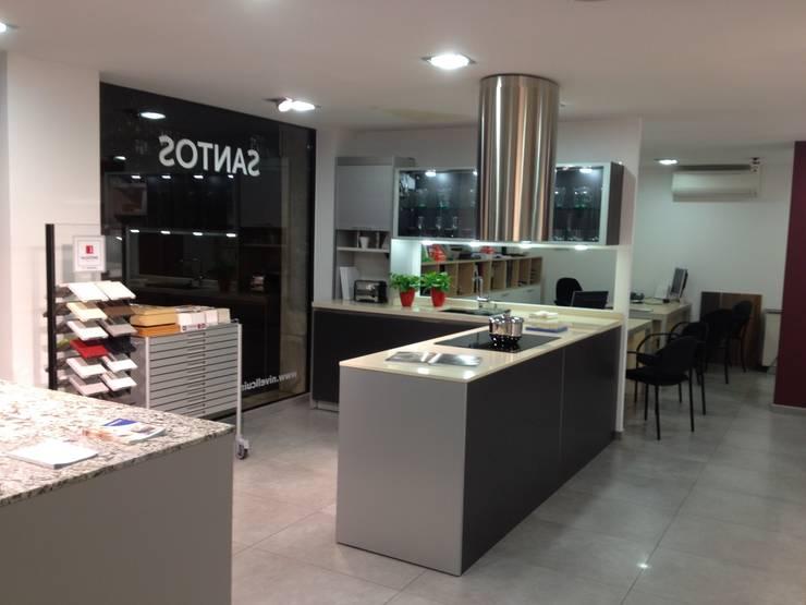 Tienda: Oficinas y tiendas de estilo  de Nivell Estudi de Cuines, S.L