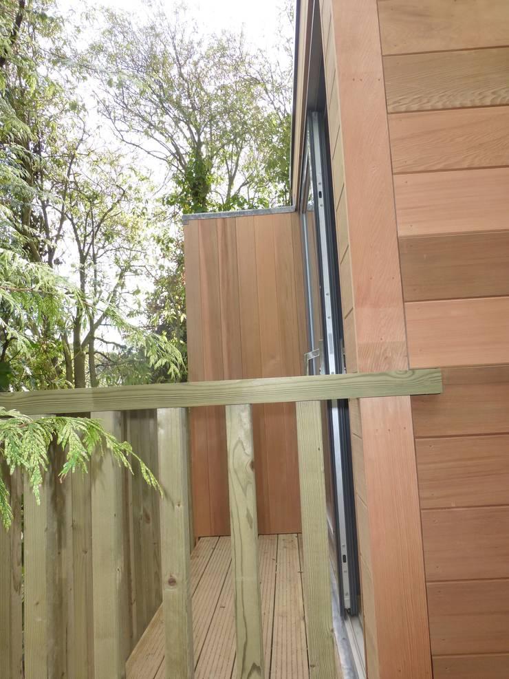 Cedar Clad SIPS built Box , clean contemporary modern build .:  Houses by sales94