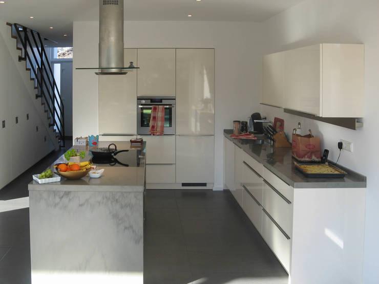 Keuken door STRICK  Architekten + Ingenieure