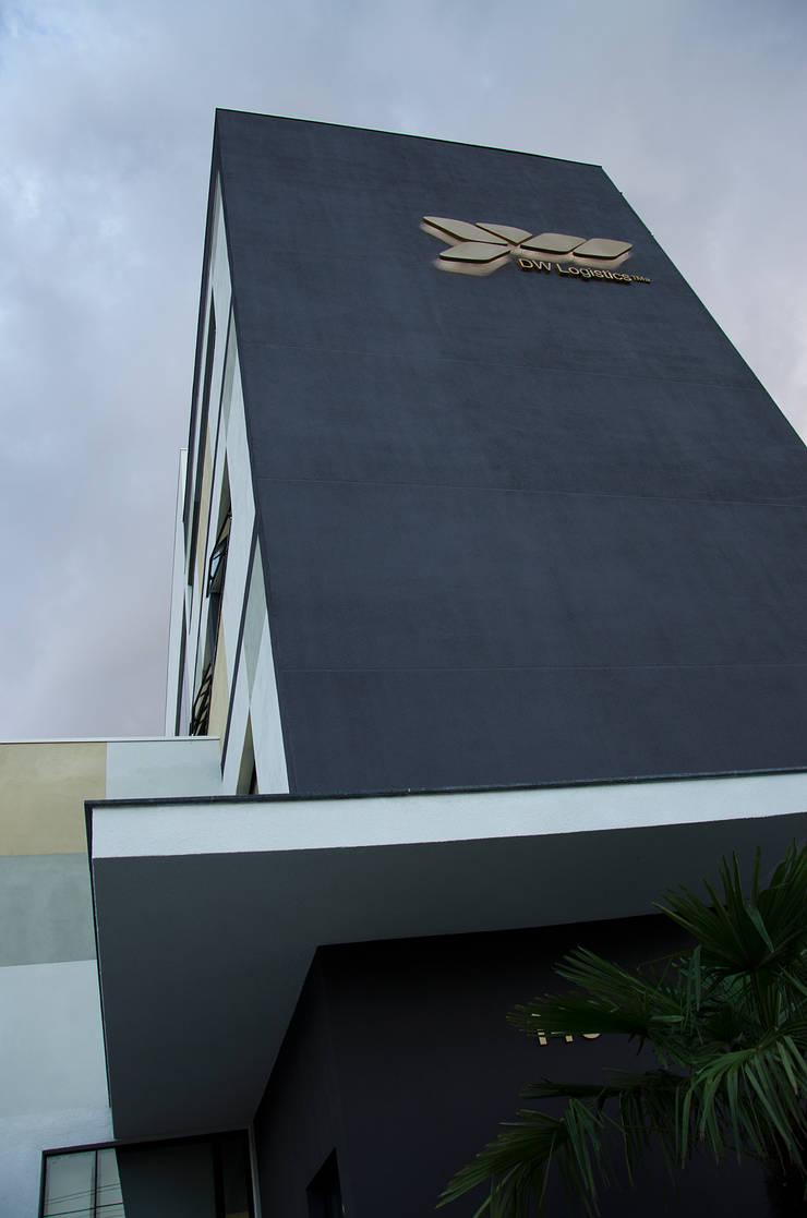 DW Logistics: Edifícios comerciais  por Logi Arquitetura