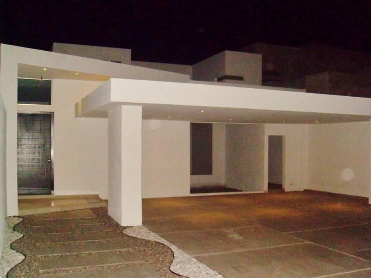 Casas de estilo  de Guiza Construcciones