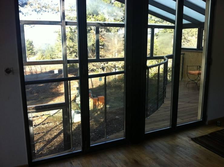 Maison bois sous verre...: Chambre de style  par eco-designer