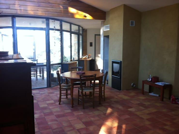 Maison bois sous verre...: Salle à manger de style  par eco-designer