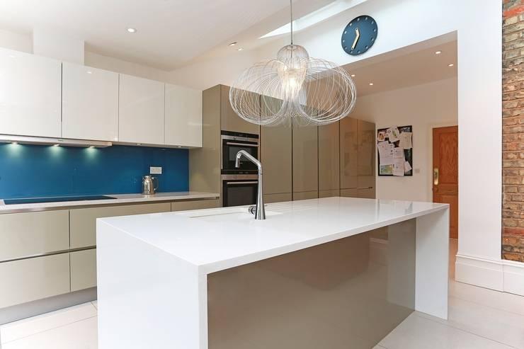 Cozinhas modernas por LWK Kitchens