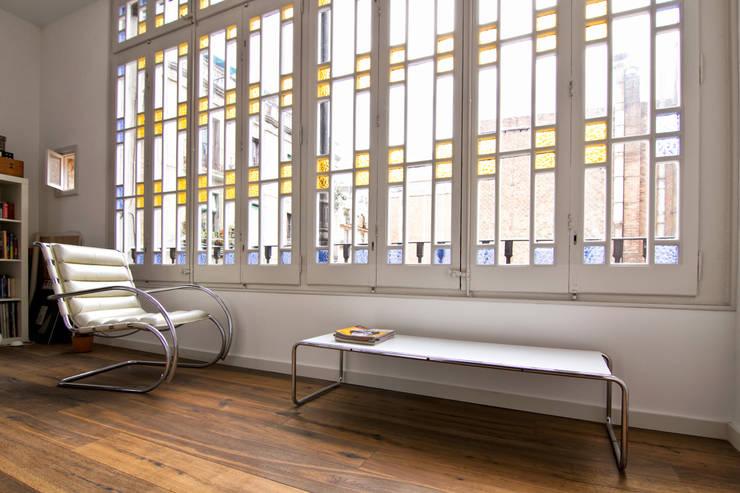 """Rehabilitación de Piso en el """"Eixample"""" de Barcelona: Terrazas de estilo  de IF arquitectos"""