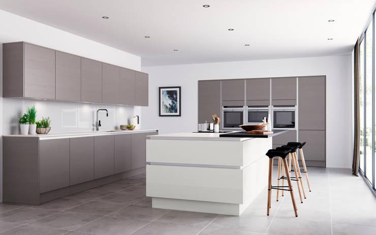 Roxbury Grained Stone and Matt White:  Kitchen by Sigma 3 Kitchens