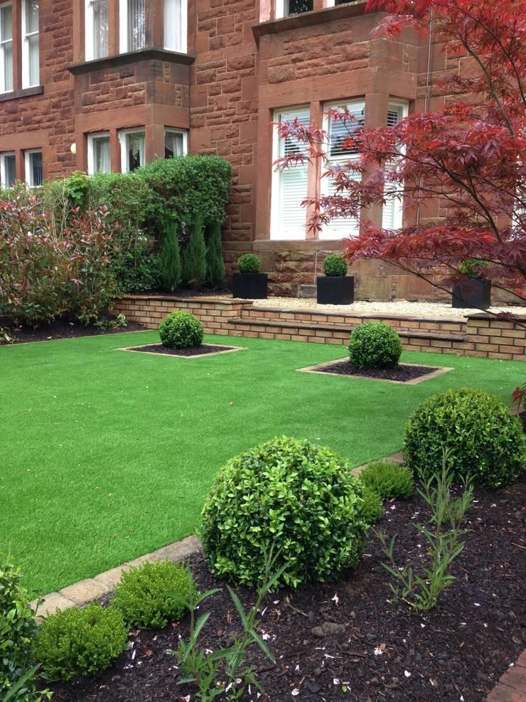Artificial turf :   by Anne Macfie Garden Design