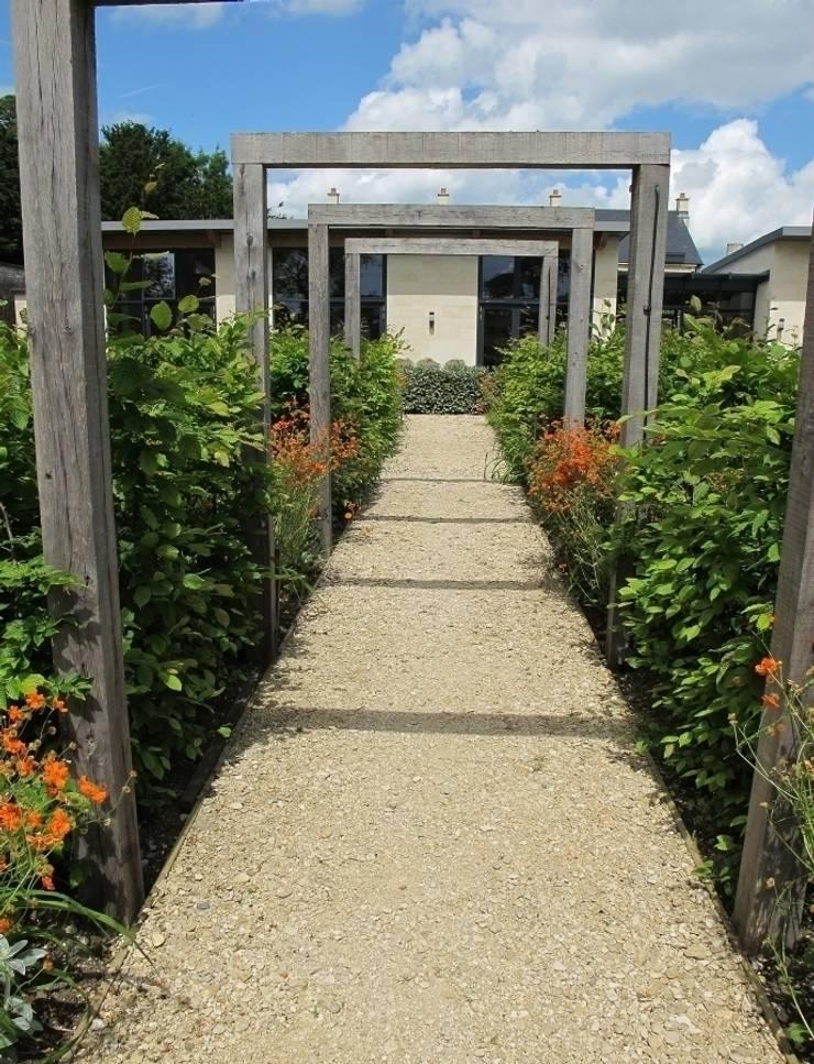 Walled Garden, Bradford Upon Avon:  Garden by Katherine Roper Landscape & Garden Design