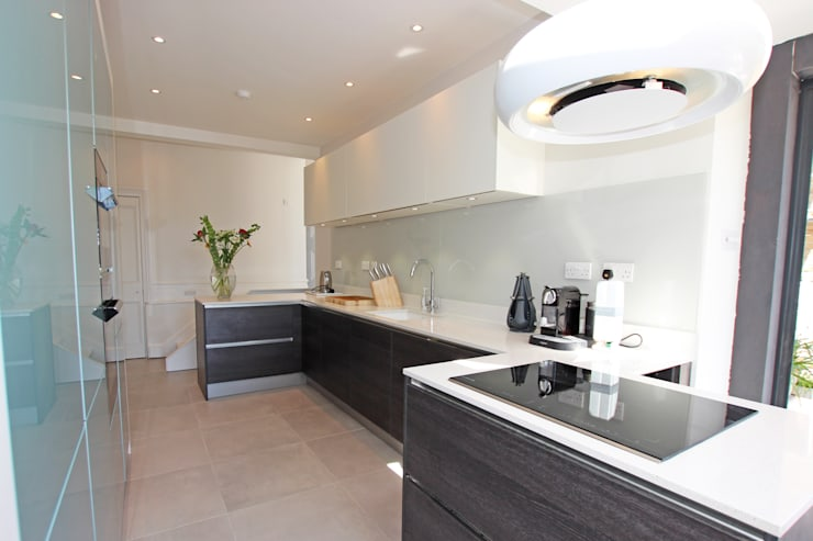 Narrow room space with kitchen extension: modern Kitchen by LWK Kitchens