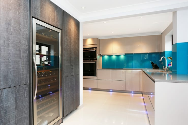 ​Contemporary kitchen extension:  Kitchen by LWK Kitchens