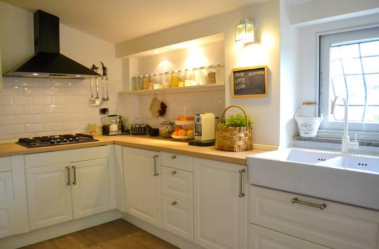 Cucina:  in stile  di Studio di Architettura Zuppello