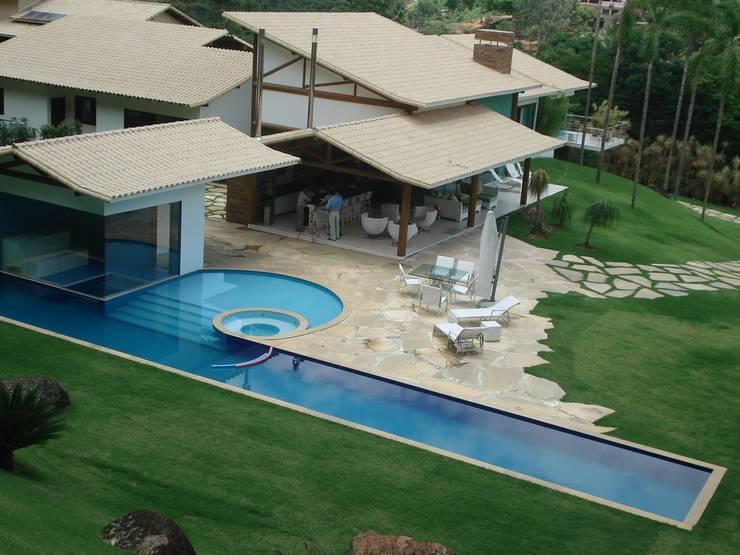 Residência TF: Piscinas  por Mascarenhas Arquitetos Associados