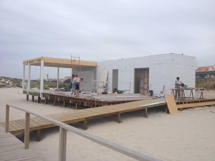 Apoio de Praia Completo – Offshore: Bares e clubes  por SAFE Arquitetura