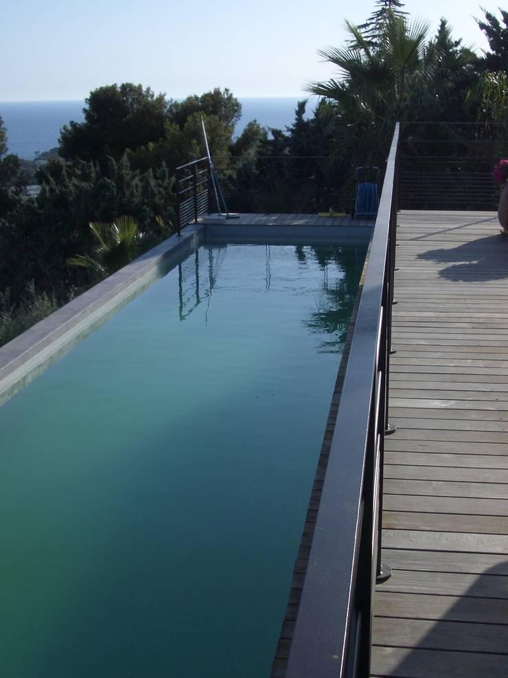 Un fantastique couloir de nage : Piscines  de style  par Vanessa Cottin, Moderne
