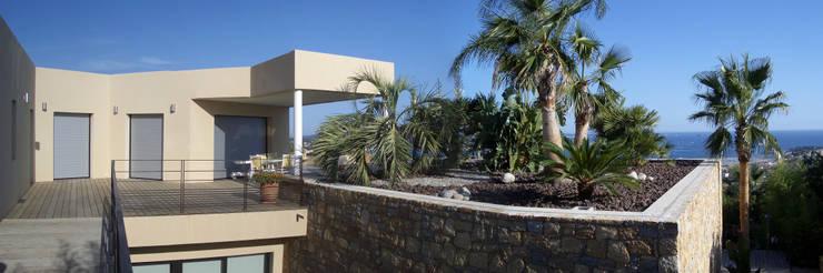 Une jardinière XXL: Jardin de style  par Vanessa Cottin, Moderne