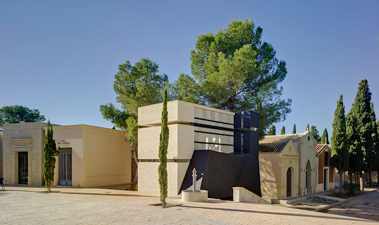 Panteón para un Ingeniero: Casas de estilo  de MARTINEZ VIDAL ARQUITECTOS