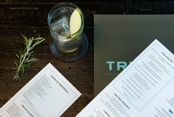 Trini's Café Bistró en Sant Just (Barcelona): Bares y Clubs de estilo  de Efecto Muaré
