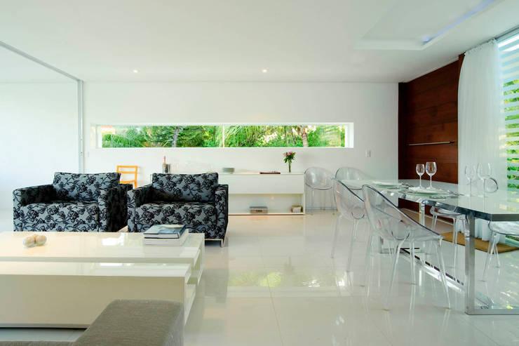 Casa Carqueija: Salas de estar modernas por dantasbento | Arquitetura + Design