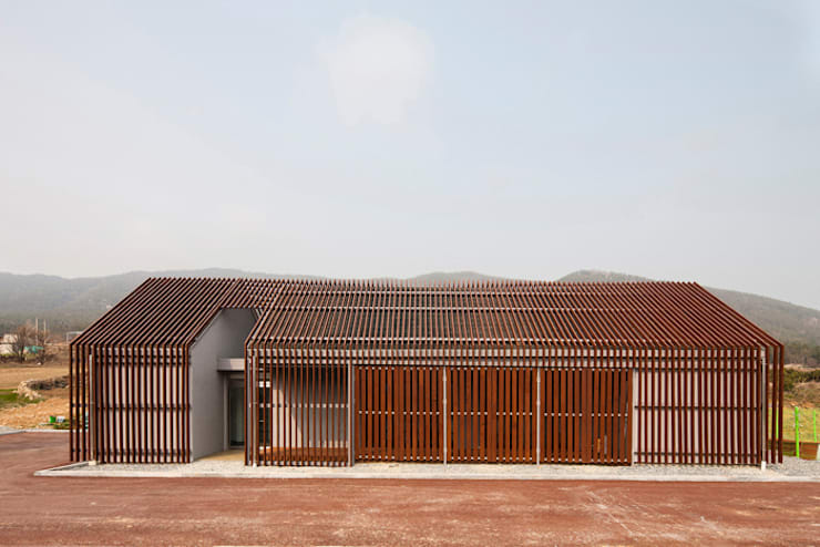 청산도 느린섬 여행학교 | 슬로푸드 작업장: (주)오우재건축사사무소 OUJAE Architects의  주택