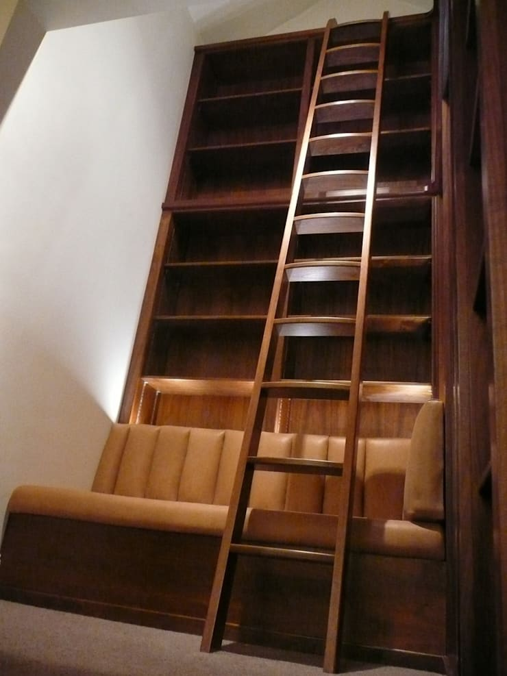 Walnut Ladder:  Study/office by Simon Rickles Cabinet Making Ltd.