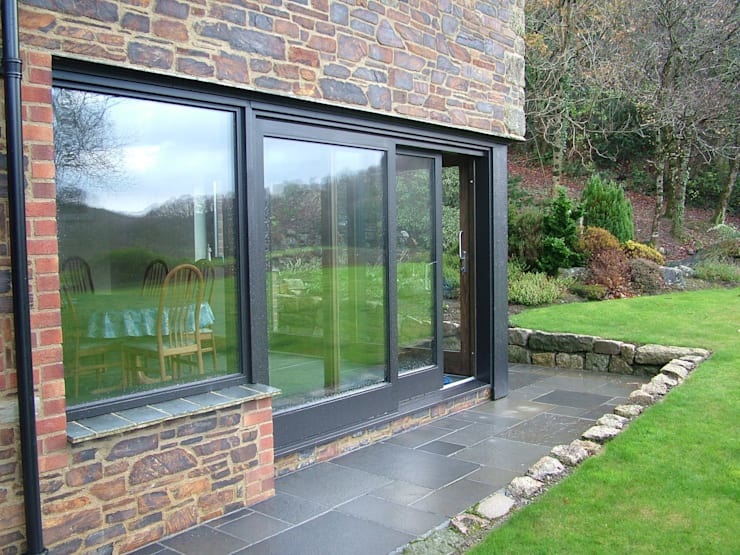 HS Portal Lift & Slide Door Hardware with bespoke joinery by Harvey Benfield:  Windows  by Coastal Joinery Hardware