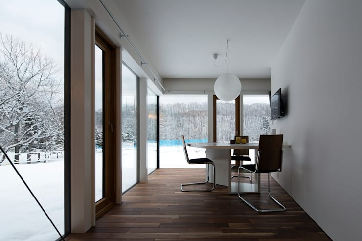 YMT residence 02: 浅香建築設計事務所 asaka architectural designが手掛けたダイニングです。