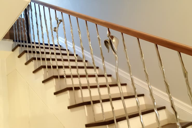 Rose & Thorn:  Corridor & hallway by Zigzag Design Studio (Sculptural Structures)