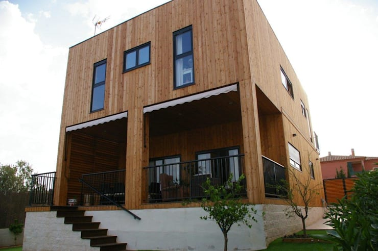 Casa de madera Natura Rosso 165 dúplex: Casas de estilo moderno de Casas Natura