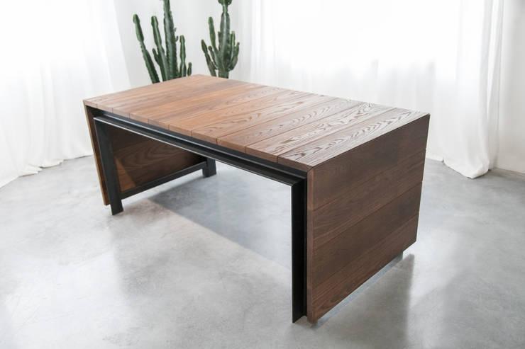 ICARO: Sala da pranzo in stile  di Studio Perini Architetture
