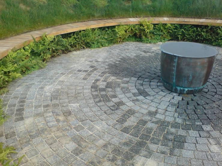 'the ripple' - contemporary public landscape:  Commercial Spaces by Claire Potter Design