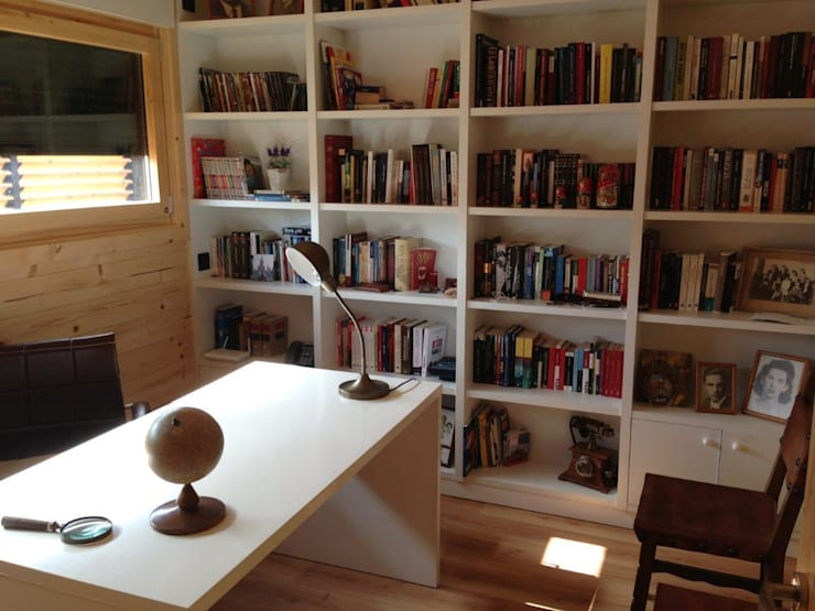 Despacho Casa Natura Rosso 165 : Estudios y despachos de estilo  de Casas Natura