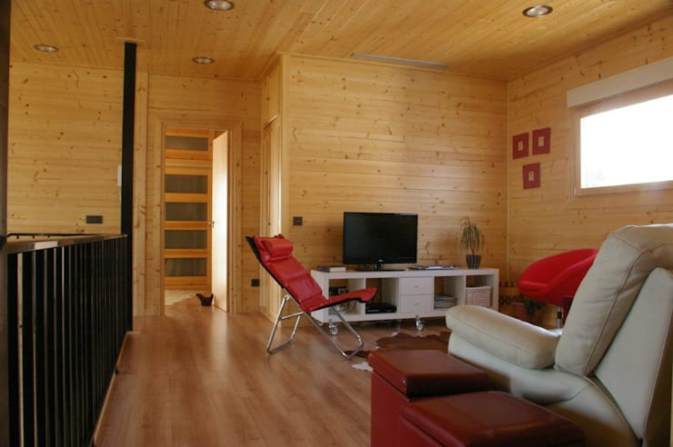 Salita piso superior Natura Rosso 165: Salones de estilo moderno de Casas Natura