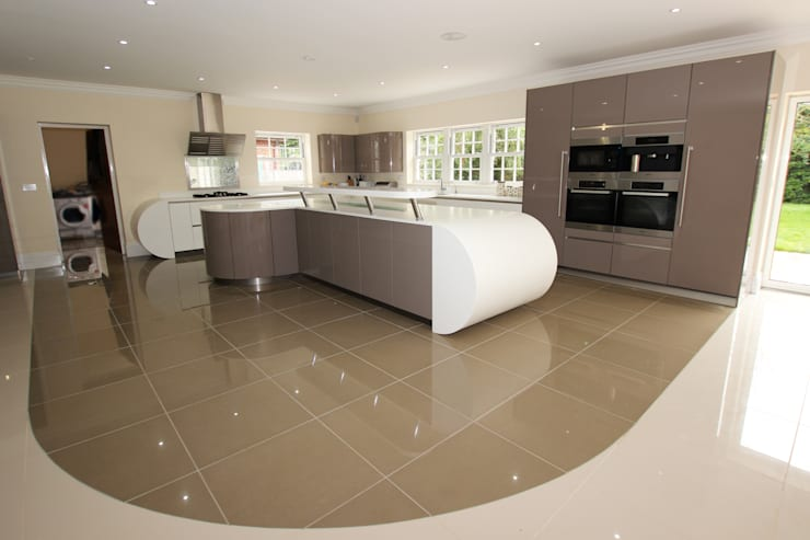 Curved kitchen extension:  Kitchen by LWK Kitchens